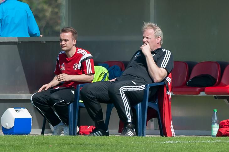 Im Halbfinale ist das Team von Buntentor-Coach Jörg Beese (r.) und seinem Co-Trainer Dennis Bittner der Favorit. (Foto: Oliver Baumgart)