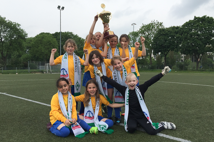 Bei den Mädchen siegte die Grundschule Schmidtstraße. (Fotos: Jens Dortmann)