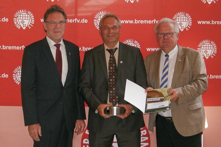 ...wie Wolfgang Drygalla (m.), der Kreissieger aus Bremerhaven.