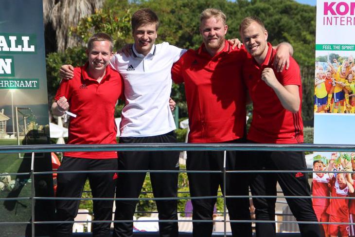 """Die Bremer """"Fußballhelden"""": Gerrit Süßmann, Referent Lucas Horsch, Kim Willmann und Christian Thiemann (v.l.). (Foto: KOMM MIT)"""