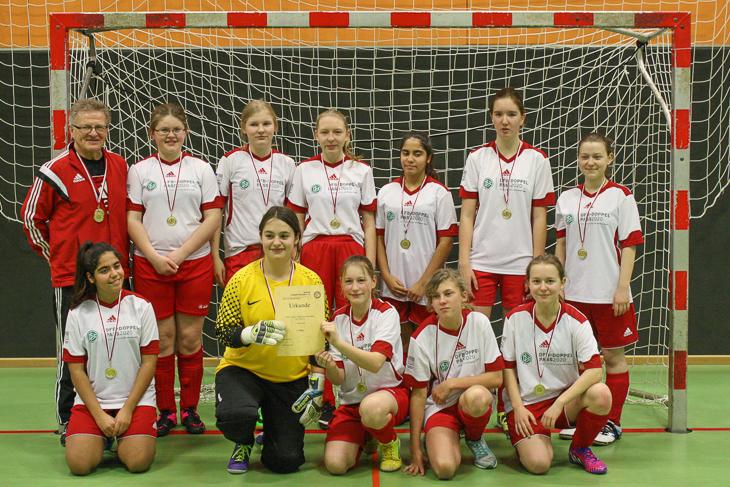 Die C-Juniorinnen der SG FC Mahndorf/ TV Arbergen freuen sich über die Futsal-Meisterschaft.