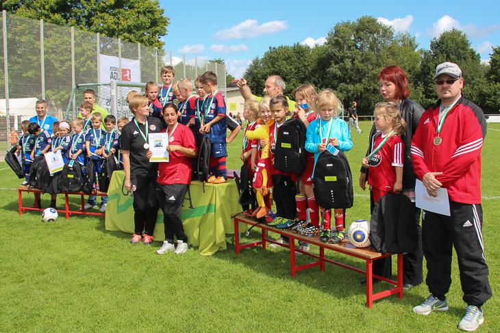 Für alle Siegerteams gab es Rücksäcke von der GEWOBA. (Fotos: Ralf Krönke)