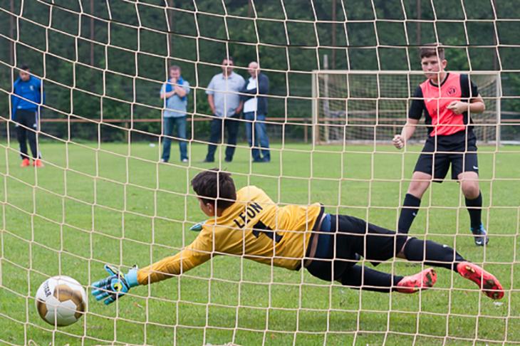 Spannenden Juniorenfußball bietet der GEWOBA-Cup in Bremen. (Foto: Oliver Baumgart)