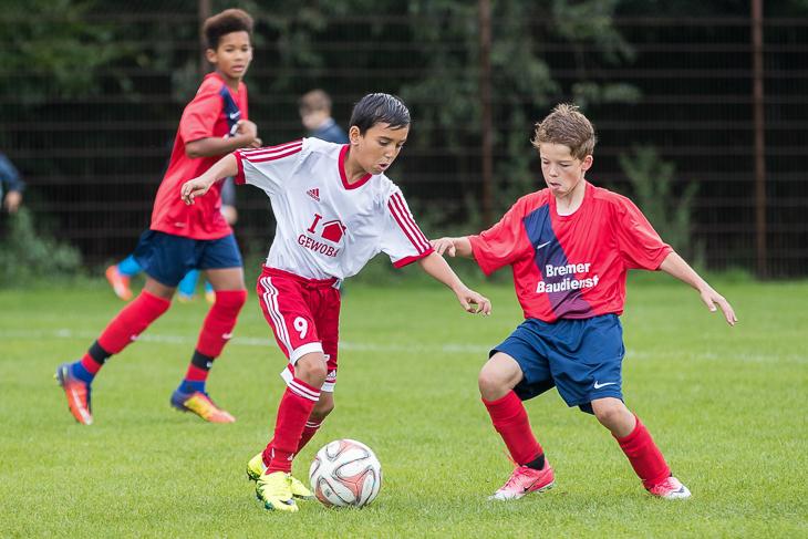 Spielszene aus der Gruppenphase aus der Partie zwischen dem TuS Koemt Arsten (l.) und dem SC Borgfeld.