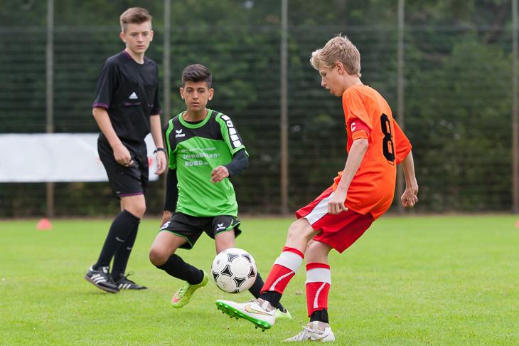 Spannenden D-Juniorenfußball gibt es am Samstag auf der BSA Gröpelingen zu sehen. (Archivfoto: Oliver Baumgart)