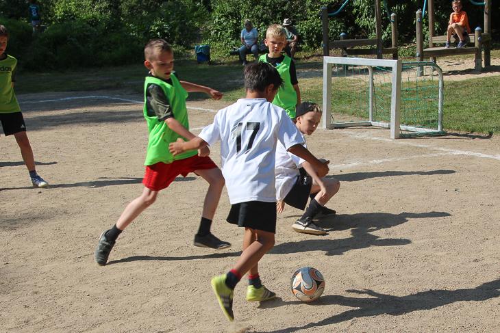 Die Kinder zeigten fairen und spannenden Fußball.