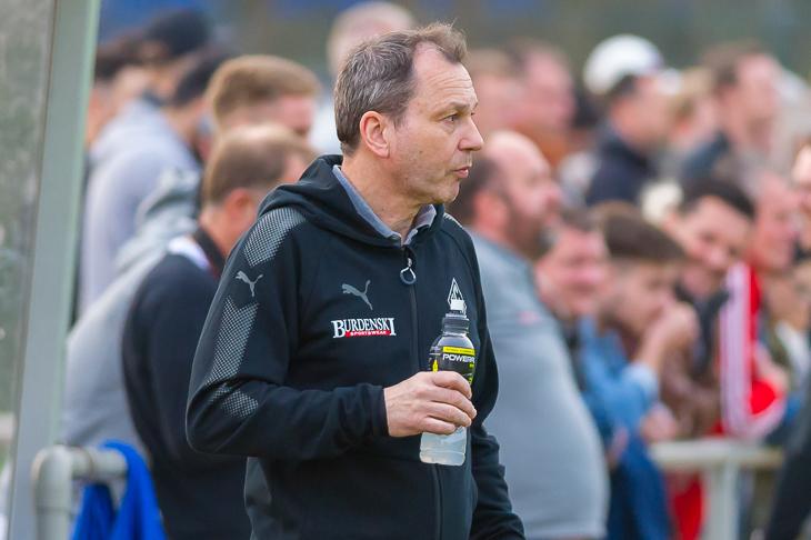 Blumenthals Coach Malte Jakosch will mit seinem Team in den DFB-Pokal. (Foto: Oliver Baumgart)
