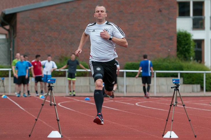 Bundesliga-Assistent Thomas Gorniak beim Sprinttest.
