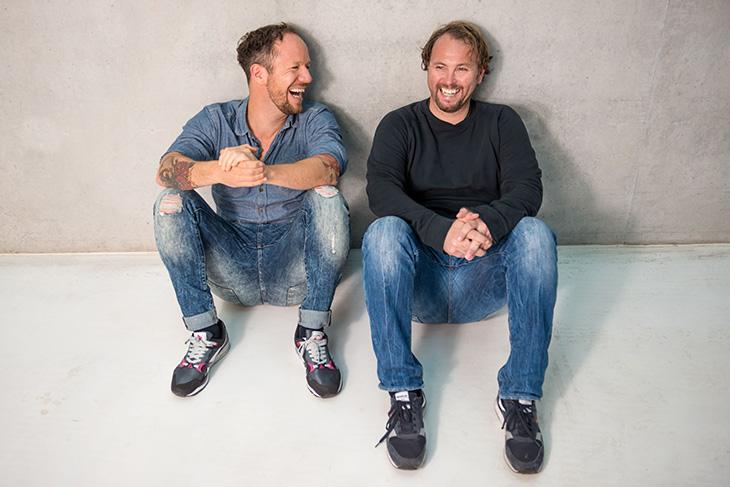 Roland Kanwicher (l.) und Olaf Rathje, das Moderatoren-Duo aus der Bremen Vier-Mongenshow, moderiert erstmals gemeinsam das Turnier. (Foto: Michael Ihle)