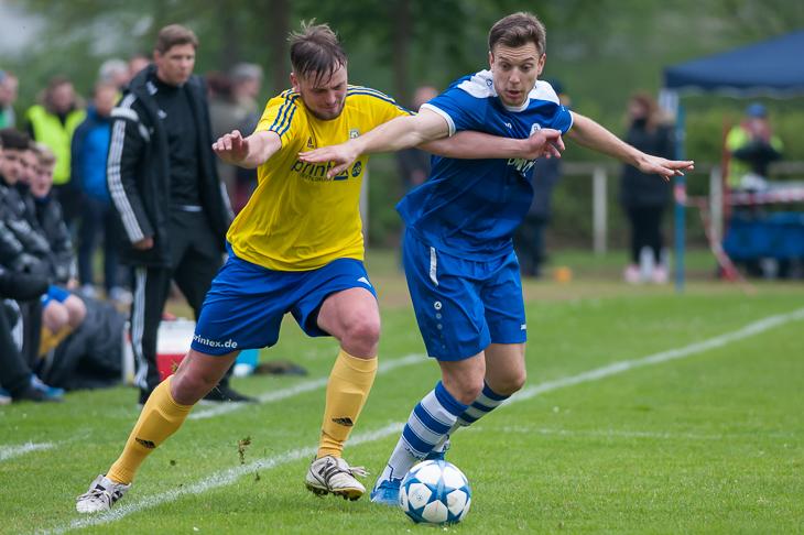 Marcel Burkevics (l.) musste mit dem VfL 07 eine deutliche Niederlage gegen Denis Nukic und den Bremer SV hinnehmen.