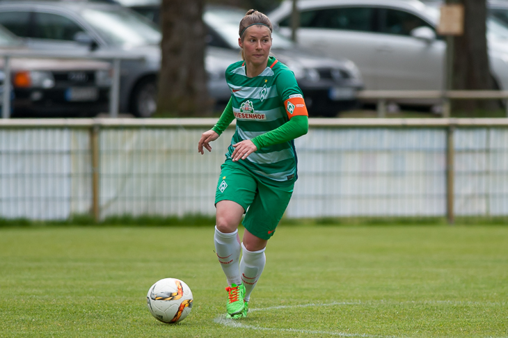 Werder-Kapitänin Marie-Louise Eta zieht am Dienstag die ersten Paarungen im LOTTO-Pokal. (Foto: Oliver Baumgart)