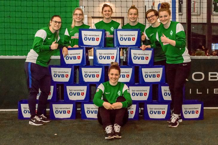 Die Frauenmannschaft des SV Werder Bremen war mit Spaß bei der Organistaion des Turniers dabei.