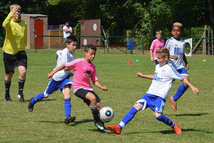 Spielszene aus dem Endspiel der E-Junioren Stadtliga zwischen dem SFL Bremerhaven II und der Leher TS II.