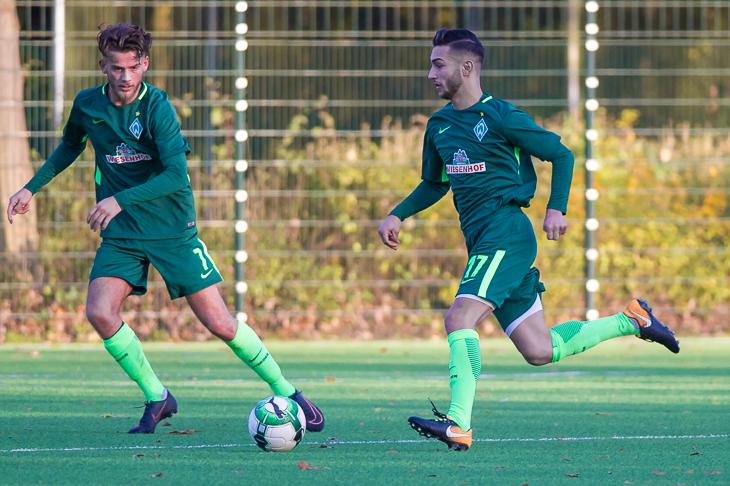 Luei Omar (r.) und Werders U 21 mussten sich dem TuS Schwachhausen geschlagen geben. (Foto: Oliver Baumgart)