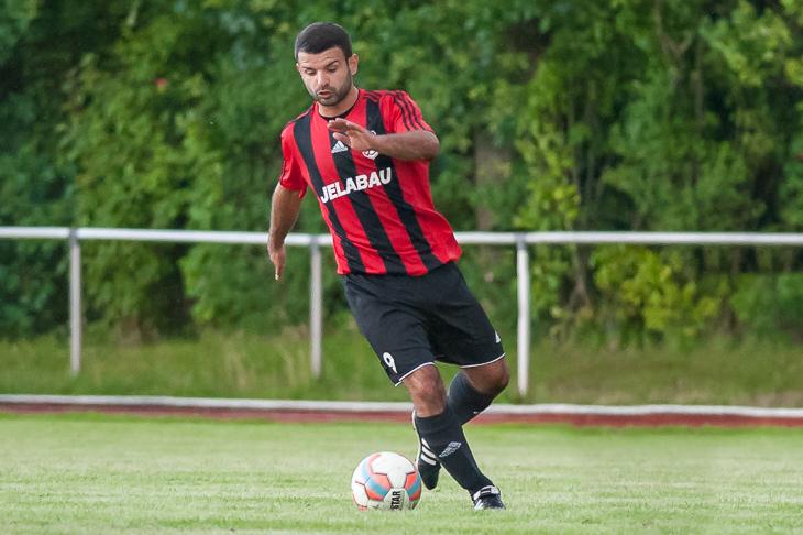 Bashkim Toski will mit dem TSV Grolland den zweiten Saisonsieg einfahren. (Foto: Oliver Baumgart)