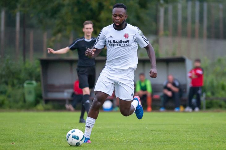 Emmanuel Ogunsuyi und der TuS Schwachhausen müssen beim VfL 07 ran.(Foto: Oliver Baumgart)