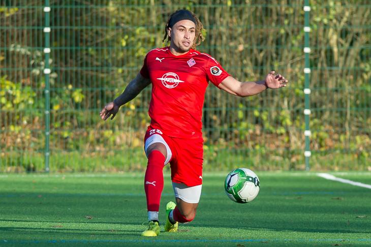 Dallas Aminzadeh hofft auf drei Punkte für seinen Blumenthaler SV. (Foto: Oliver Baumgart)