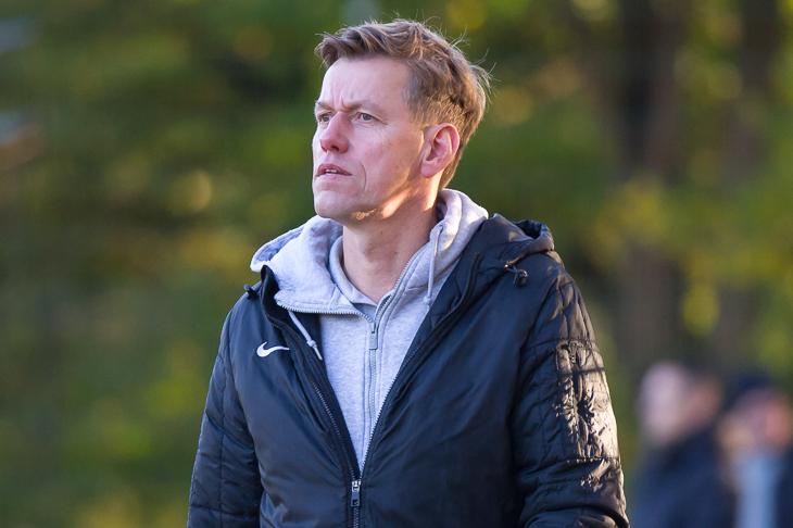 Werder-Trainer Andreas Ernst möchte mit seinem Team drei Punkte gegen den KSV Vatan Sport einfahren. (Foto: Oliver Baumgart)