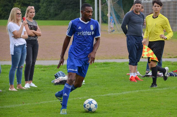 Charles Ehiogie empfängt mit dem VfL 07 Bremen den ESC Gesstemünde. (Foto: Olaf Lücke)