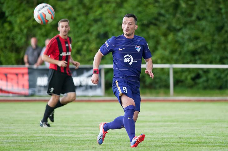 Saimir Dikollari eröffnet mit dem Brinkumer SV gegen die Leher TS den Spieltag. (Foto: Oliver Baumgart)