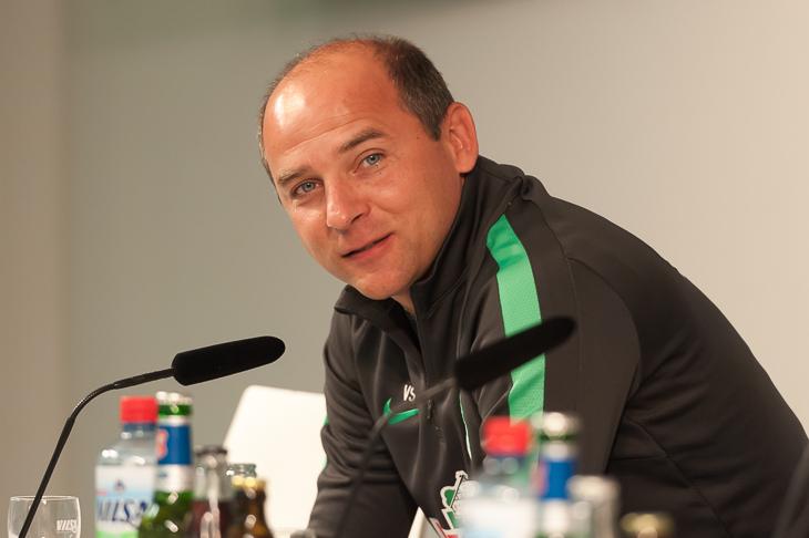 Werder-Trainer Viktor Skripnik freut sich, dass es endlich wieder losgeht. (Fotos: Oliver Baumgart)