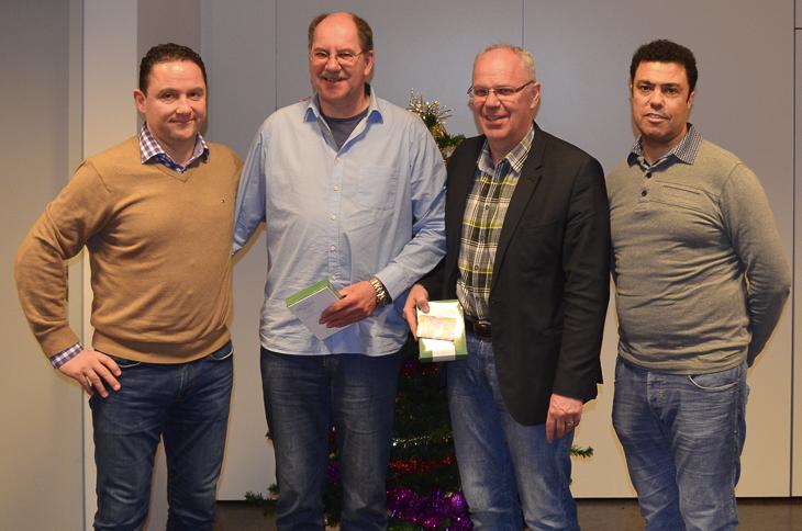 Holger Franz besuchte Ralf Schwiebert und Uwe Dittmer von der SG Marßel und bekam dabei Unterstützung von Abderrazak Bouiyoaran (v.l.) aus dem Fußball-Vorstand der SGM. (Foto: Benjamin Dittmer)