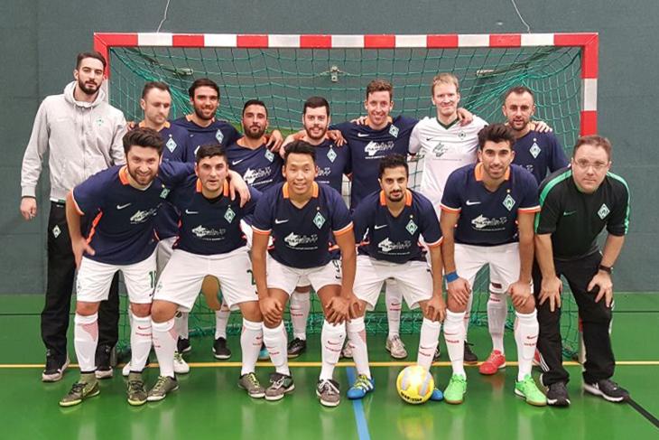 Der SV Werder Bremen um Spielertrainer Mirza Begovic (vorn, links) will den haushohen Favoriten aus Hamburg ärgern. (Foto: privat)