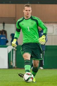v.li.: Torhüter Bernd Leno (Deutschland) am Ball