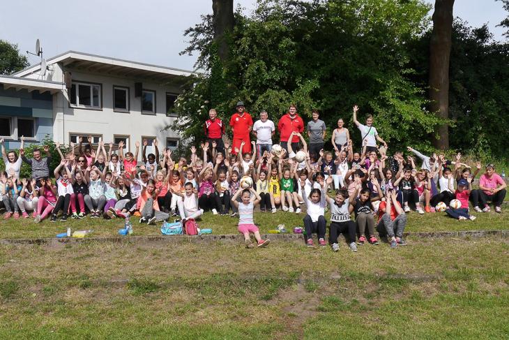 Die Mädchen hatten jede Menge Spaß beim Tag des Mädchenfußballs. (Foto: Verein)