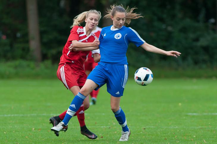 Julie van Vügt (r.) hatte vor dem Seitenwechsel beinahe den Ausgleich auf dem Kopf.
