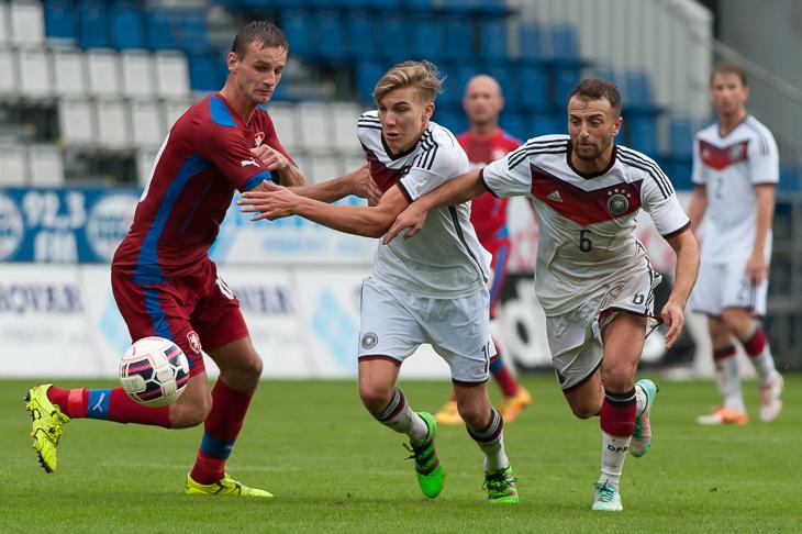 Abdullah Basdas, Malte Tietze und David Skoda (v.r.) kämpfen um den Ball.