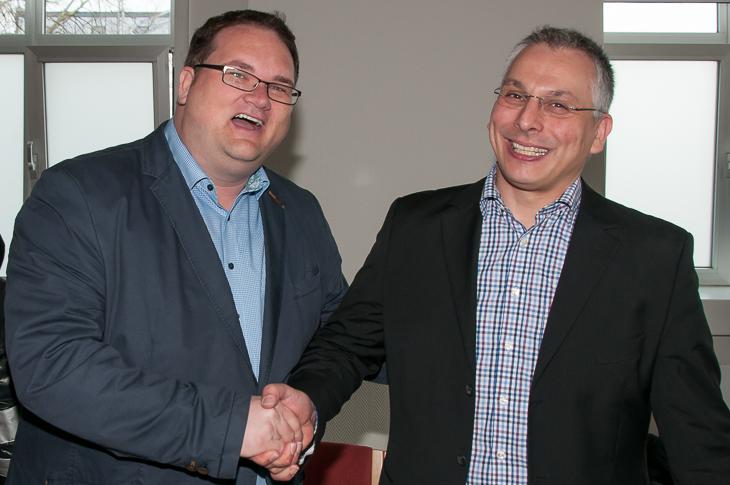 BFV-Präsident Björn Fecker gratulierte Jurij Zigon (r.) als einer der ersten zur Wiederwahl.