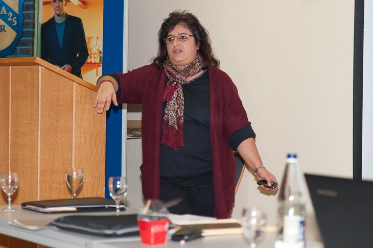 Passstellenleiterin Andrea Singhal informierte über die Besonderheiten bei internationalen Freigaben. (Fotos: Oliver Baumgart)