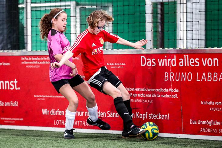 Die Mädels kämpfen um jeden Ball. (Foto: Sven Peter)