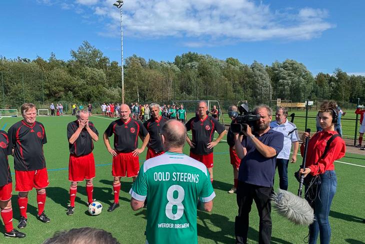 Walking Football ist auch für andere Medien hoch interessant. Der NDR war vor Ort. (Foto: Holger Franz)