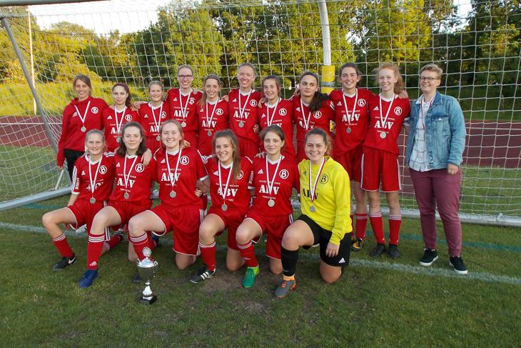 Die Mädels vom Kuhhirten haben Revanche an Bremerhaven genommen und dürfen sich nun Landespokalsieger nennen. (Foto: Joachim Dietzel)