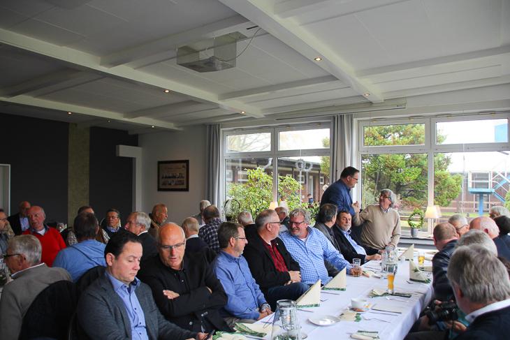 62 Ehrennadelträger kamen am Samstag in Bremerhaven in das Vereinsheim der Leher TS. (Foto: Ralf Krönke)