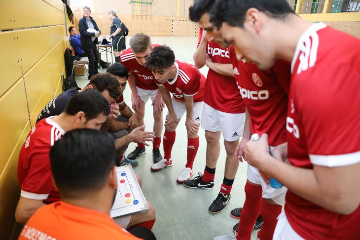 Futsal ist auch ein sehr taktisch geprägter Sport. (Foto: Fred Michalsky)