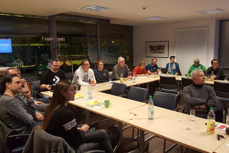21 Gäste haben am Netzwerkabend über das Thema Inklusion im Bereich Fußball diskutiert. (Foto: Holger Franz)