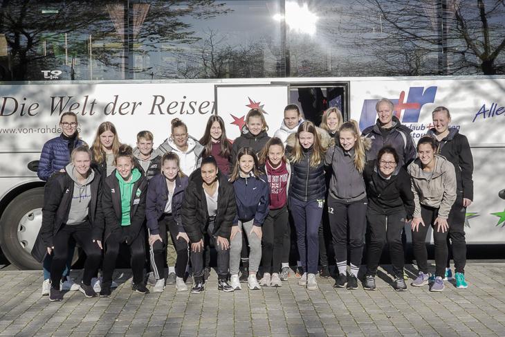 Auf geht die Reise. Das BFV-U 16-Juniorinnen-Team. (Foto: David Dischinger)