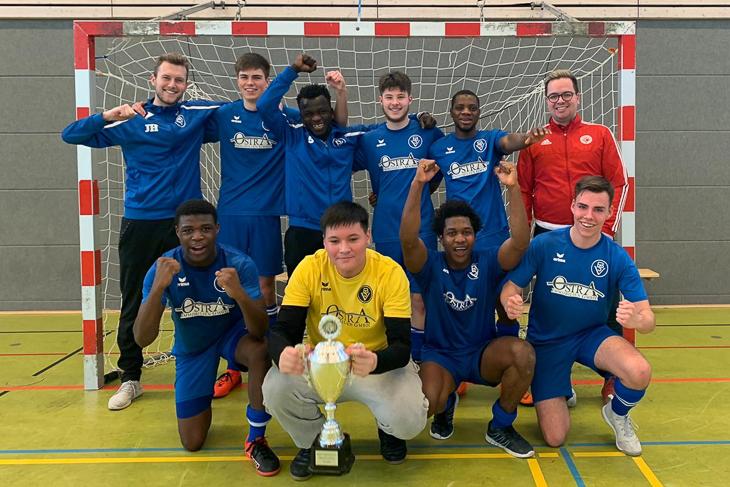 Jubel beim Bremer SV III über den Sieg beim BFV Futsal Cup. (Foto: privat)