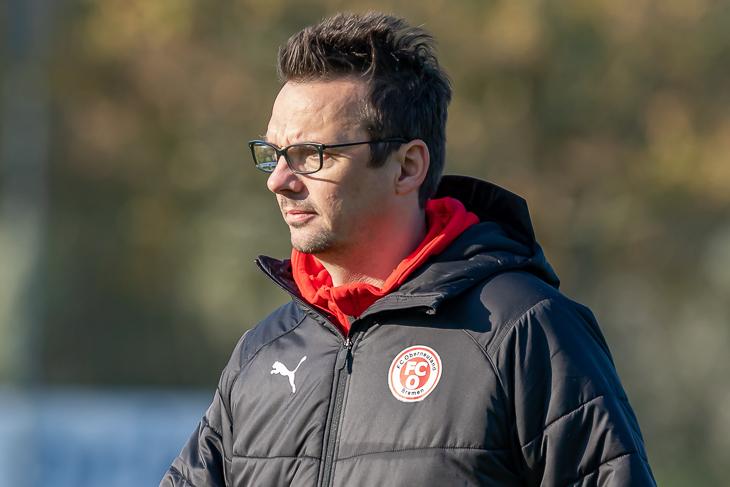 Coach Kristian Arambasic an der Seitenlinie. (Foto: Oliver Baumgart)