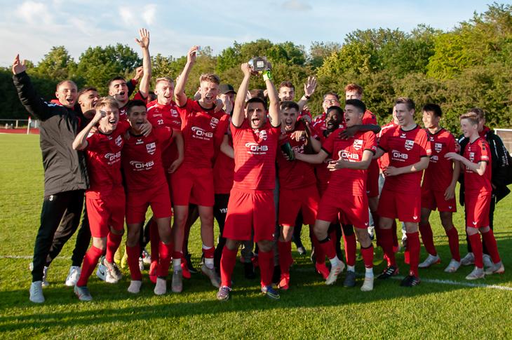Jubel beim SC Borgfeld über den Landespokal der B-Junioren. (Foto: Oliver Baumgart)