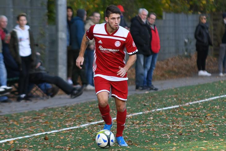 Auf Filipe-Manuel Rodrigues-Casanova und den ESC Geestemünde wartet ein schweres Spiel in Schwachhausen. (Foto: Olaf Lücke)