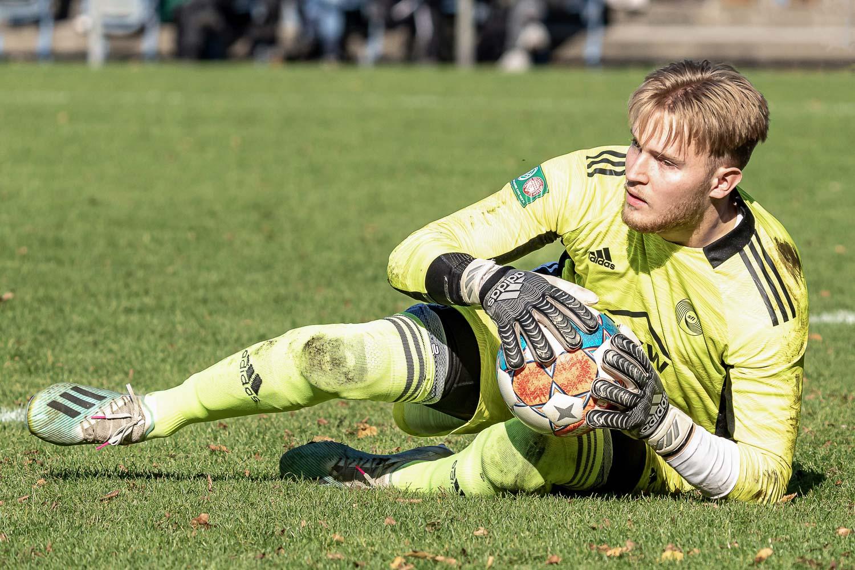 Max-Ole Ballhoff, Keeper von SFL Bremerhaven, musste fünf Mal hinter sich greifen. (Foto: Sven Peter - spfoto.de)