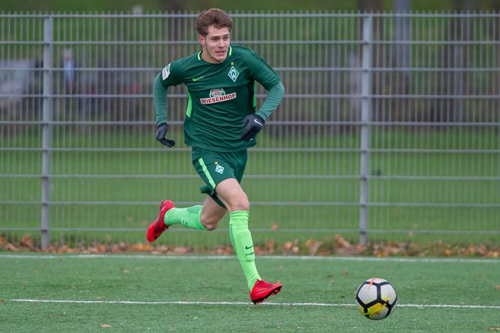 Louis Poznanski, hier noch im Trikot des SV Werder Bremen, läuft inzwischen für den FC Bayern München auf. (Foto: Oliver Baumgart)