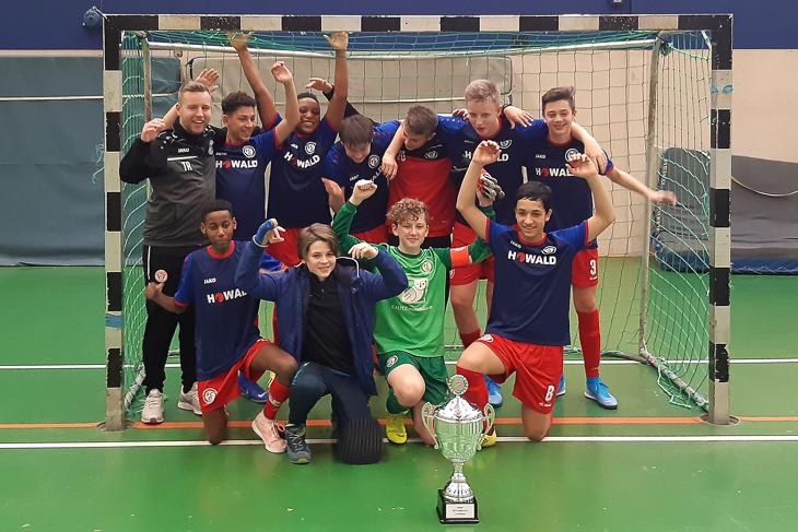 Der FC Oberneuland II jubelt über den BFV Futsal-Cup. (Foto: Sebastian Störer)