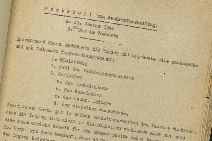 Das Protokoll des Bezirksfußballtages 1945. (Foto: Jürgen Anders)