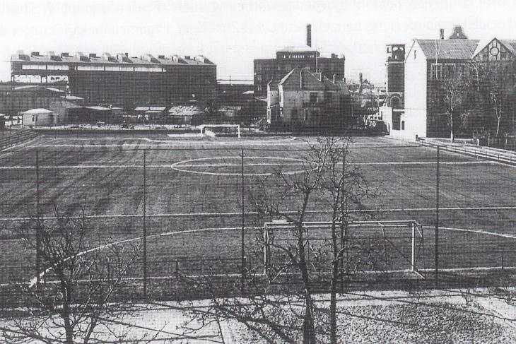 Der provisorische Sportplatz von Tura Bremen, den die AG Weser dem Verein 1949 zur Verfügung stellte. (Foto: unbekannt)