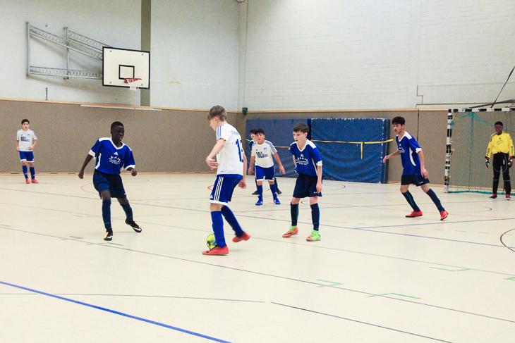 Der FC Huchting und die Leher TS begegneten sich gleich zweimal im Turnier - in der Vorrunde und später im Finale. (Foto: Ralf Krönke)